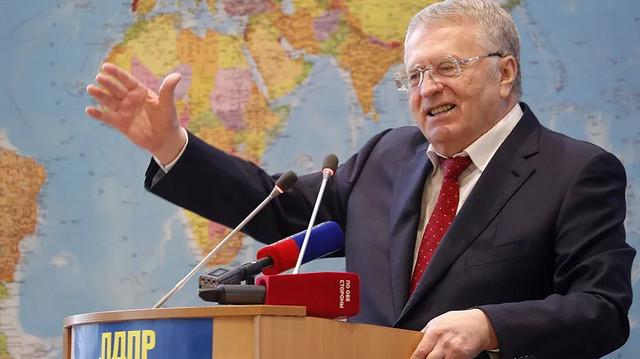 Фото Жириновского за трибуной